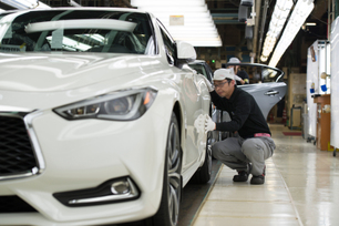 日産自動車、栃木工場でインフィニティの新型スポーツクーペ「Q60」を本格生産
