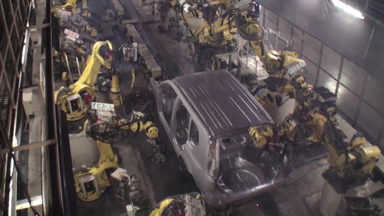 Take Note: Nissan's New Hatchback Begins Production